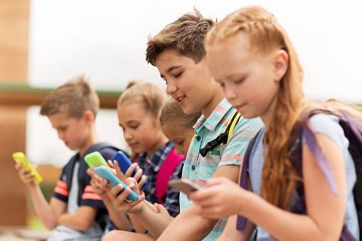 teenagers smartphones